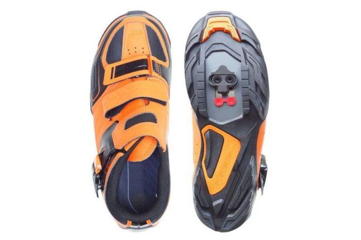 Chaussure de route à scratch
