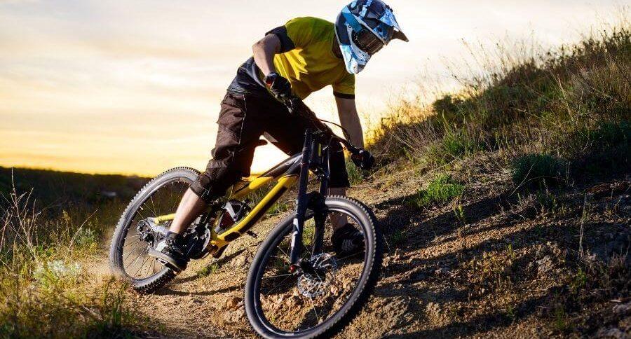 Vélo Enduro et casque enduro