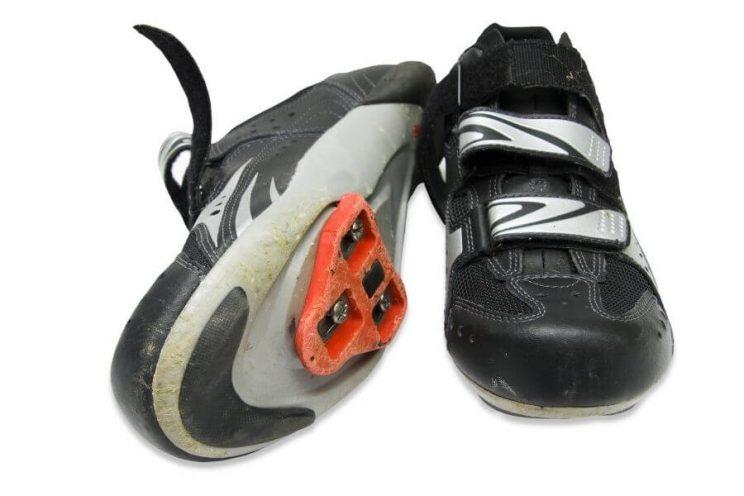 Chaussure de route avec cales