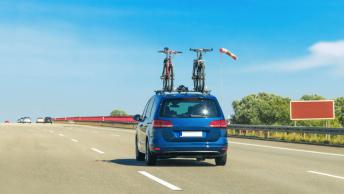 Transporter des vélos en voiture