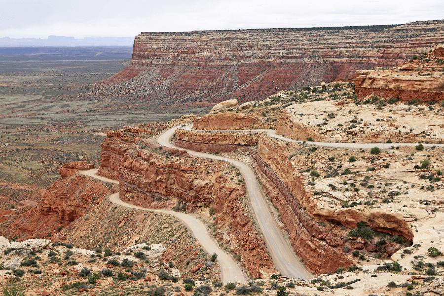 Montagne de terre dans un desert