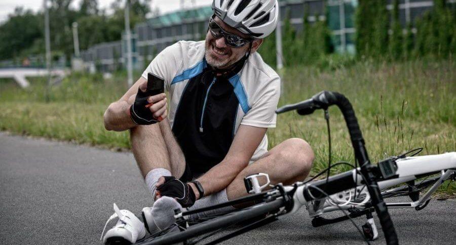 Cycliste est au sol