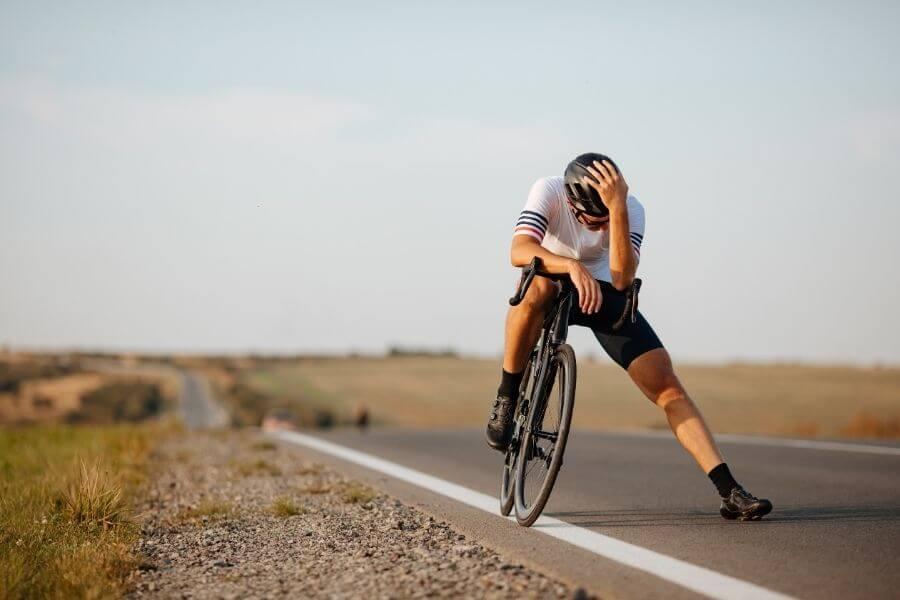 Cycliste fait une pause