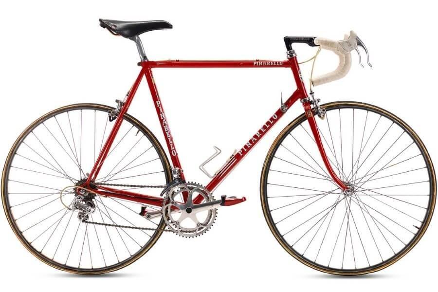 Le vélo Pinarello Acciaio Columbus Nivarcom avec lequel Chioccioli a remporté 3 étapes du Giro d'Italia 1991 à l'âge de 32 ans.